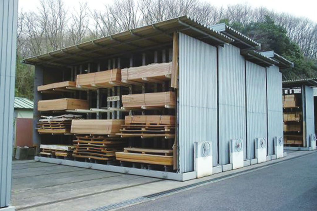 手動移動式 ラック関係 屋外カンチ マテハン三重 木材乾燥 乾燥材保管